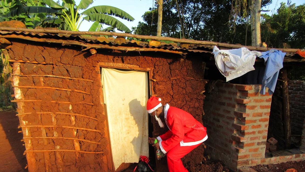 Sharing food parcels in Uganda to share the Saviour's love at Christmas