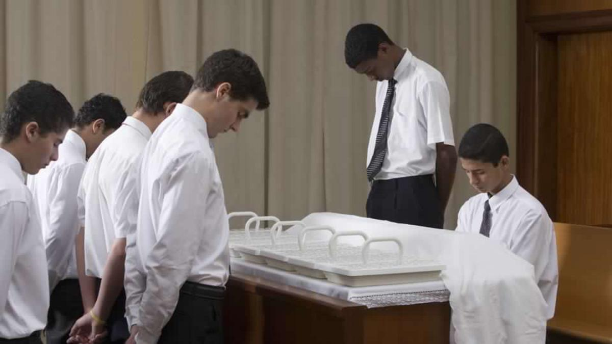 image of Aaronic priesthood holders and the sacrament