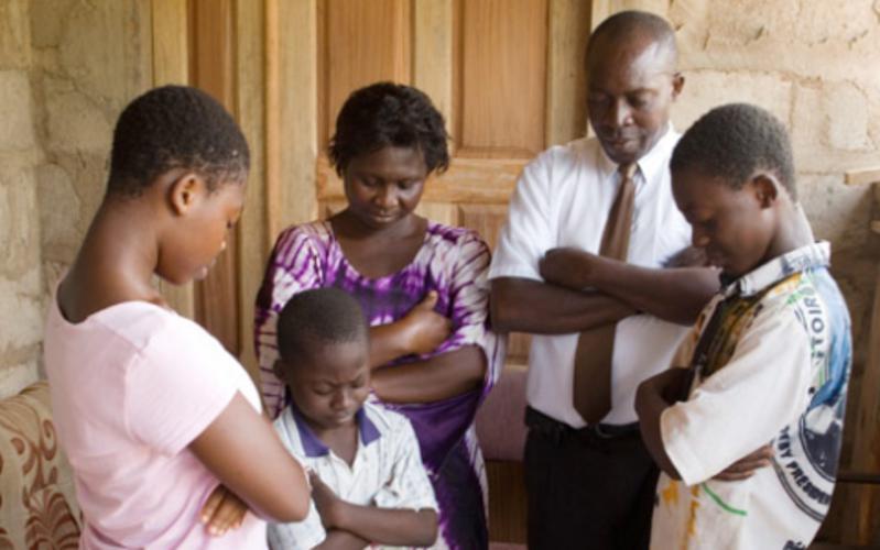 image of a family praying