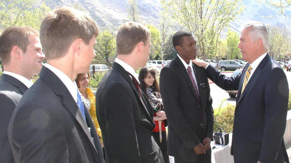 Elder Uchtdorf et les missionaries au CFM