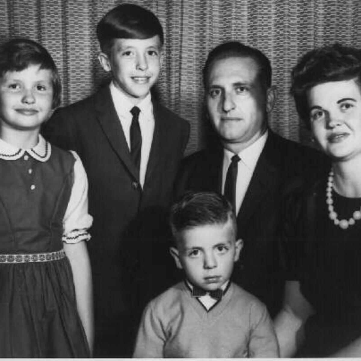 Gia đình Monson lúc trẻ