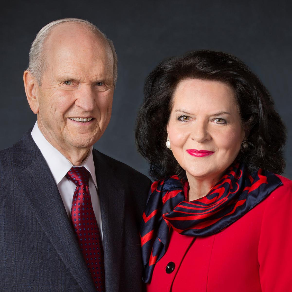 Chủ Tịch Russell M. Nelson và vợ của ông, Wendy Watson Nelson.