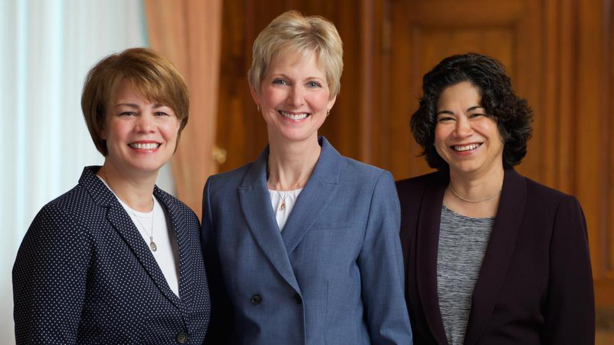 Sinh hoạt kỷ niệm 176 năm thành lập Hội Phụ Nữ