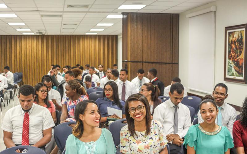 Devocional para jóvenes adultos solteros, en el Instituto de Religión de Santiago