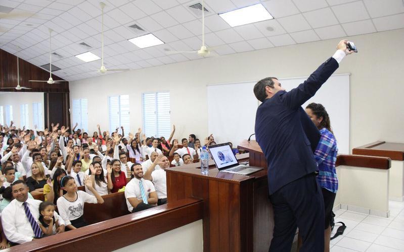 """Devocional especial en Santiago: """"El uso de las Redes Sociales"""""""