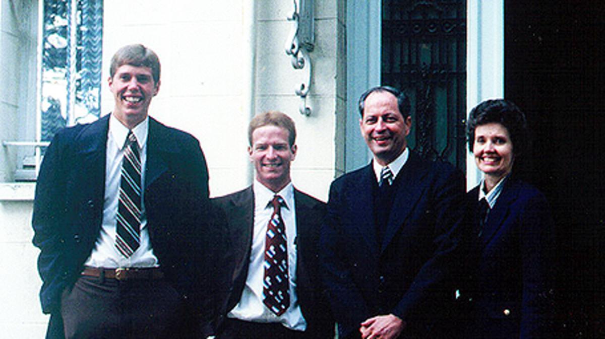 Robert D. Hales sirvió como presidente de la Misión Inglaterra Londres hasta 1979