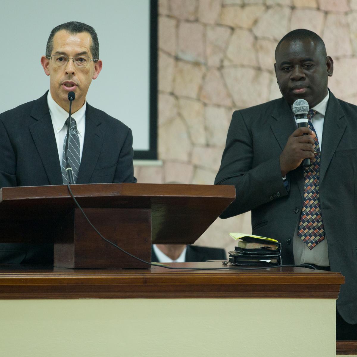Élder Hugo Martínez comparte en la conferencia de Sacerdocio