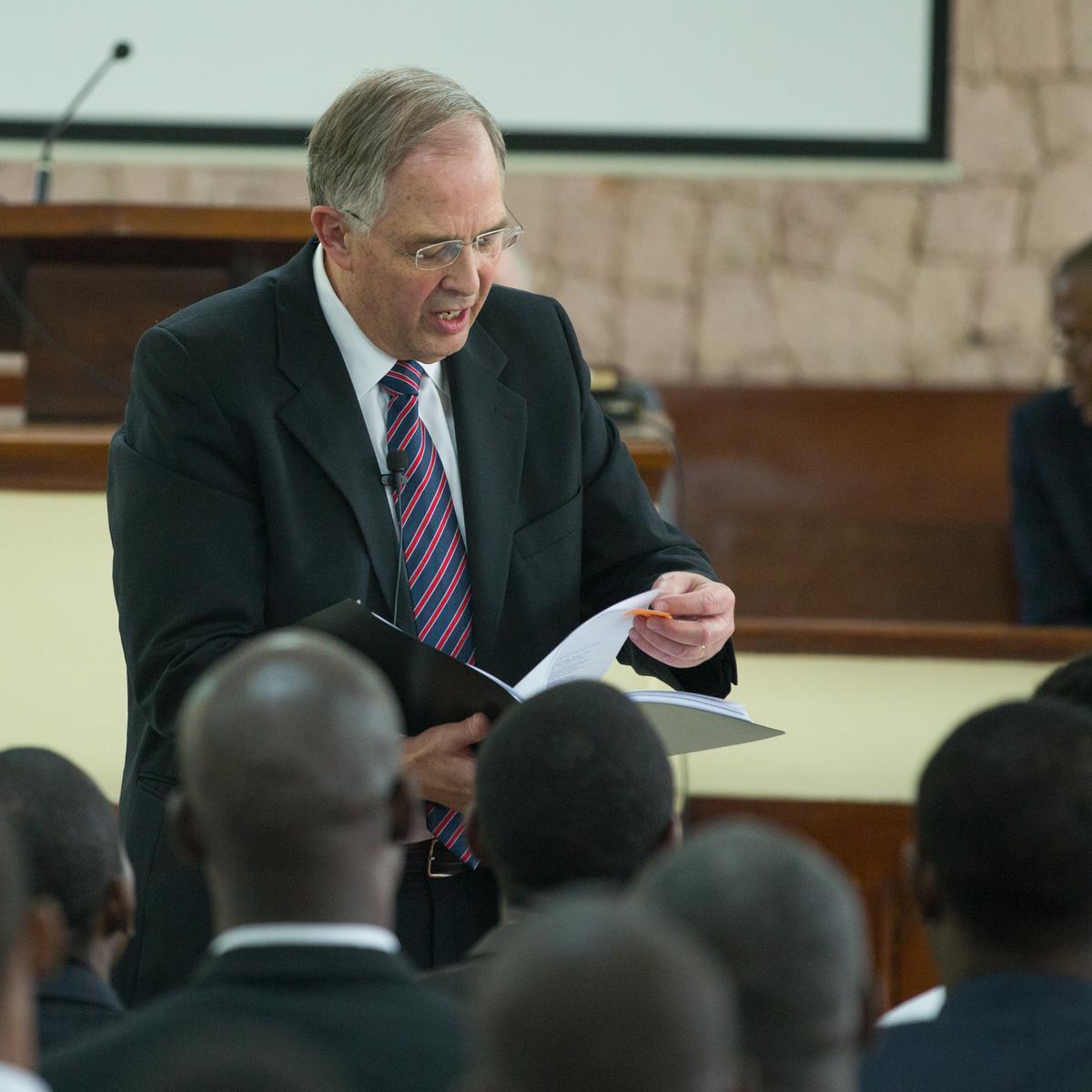 Elder Andersen comparte en la conferencia de Sacerdocio