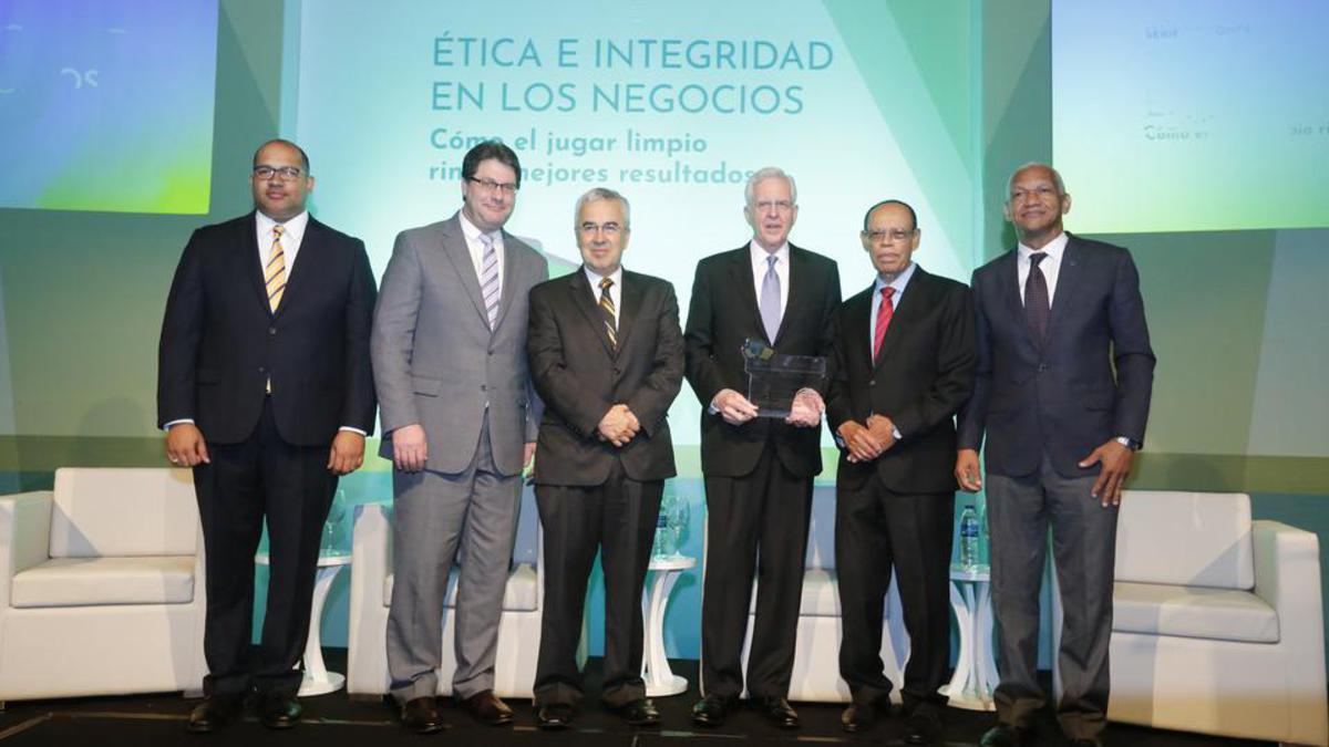 Una serie de conferencias en defensa de principios éticos y morales