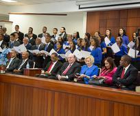 Elder Quentin L. Cook, preside una conferencia especial en la estaca de Navarrete, República Dominicana