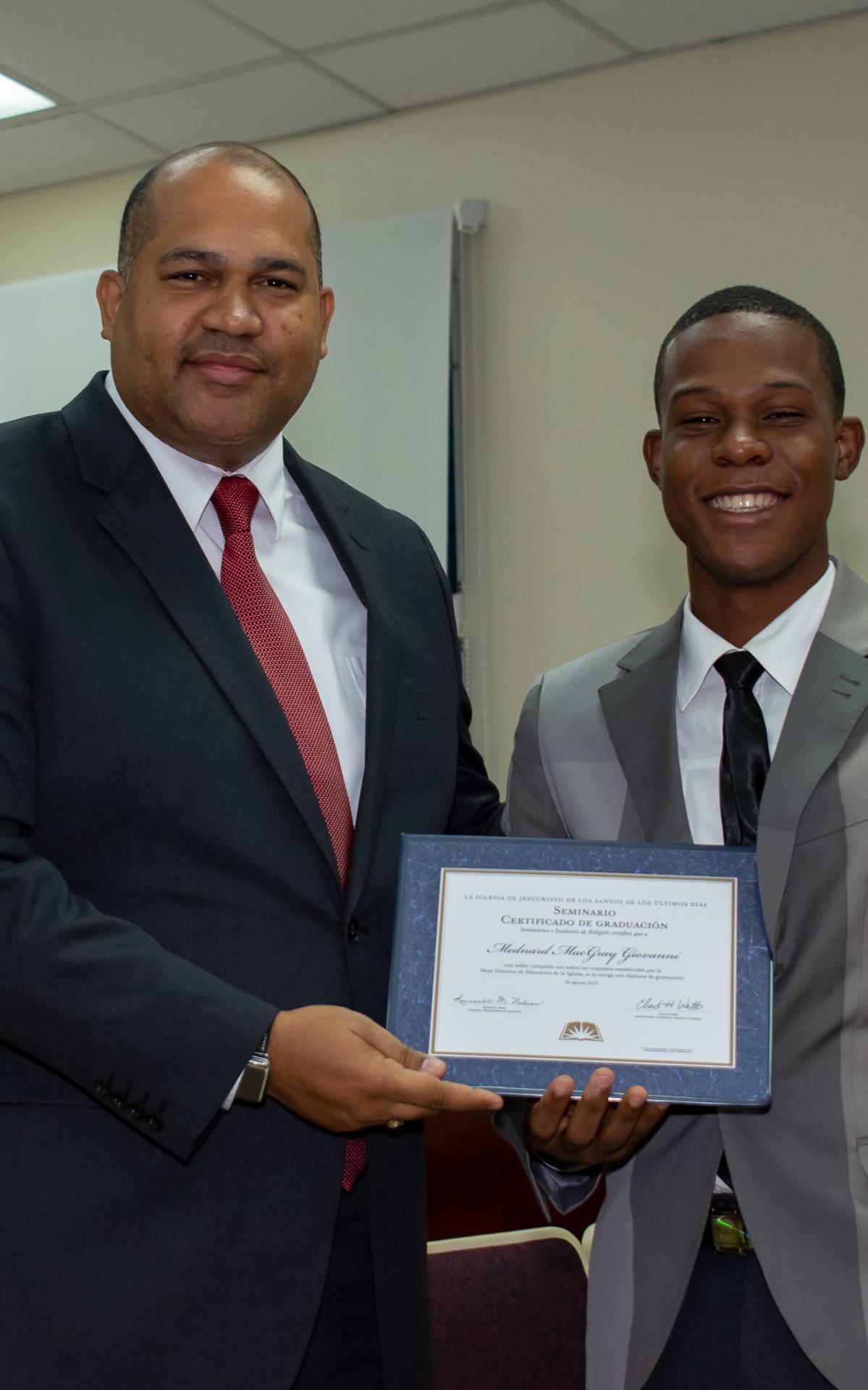 /acp/bc/Caribe Area/Caribe Area/Jovenes/Graduación Estaca Oriental/LYR_1079.jpg