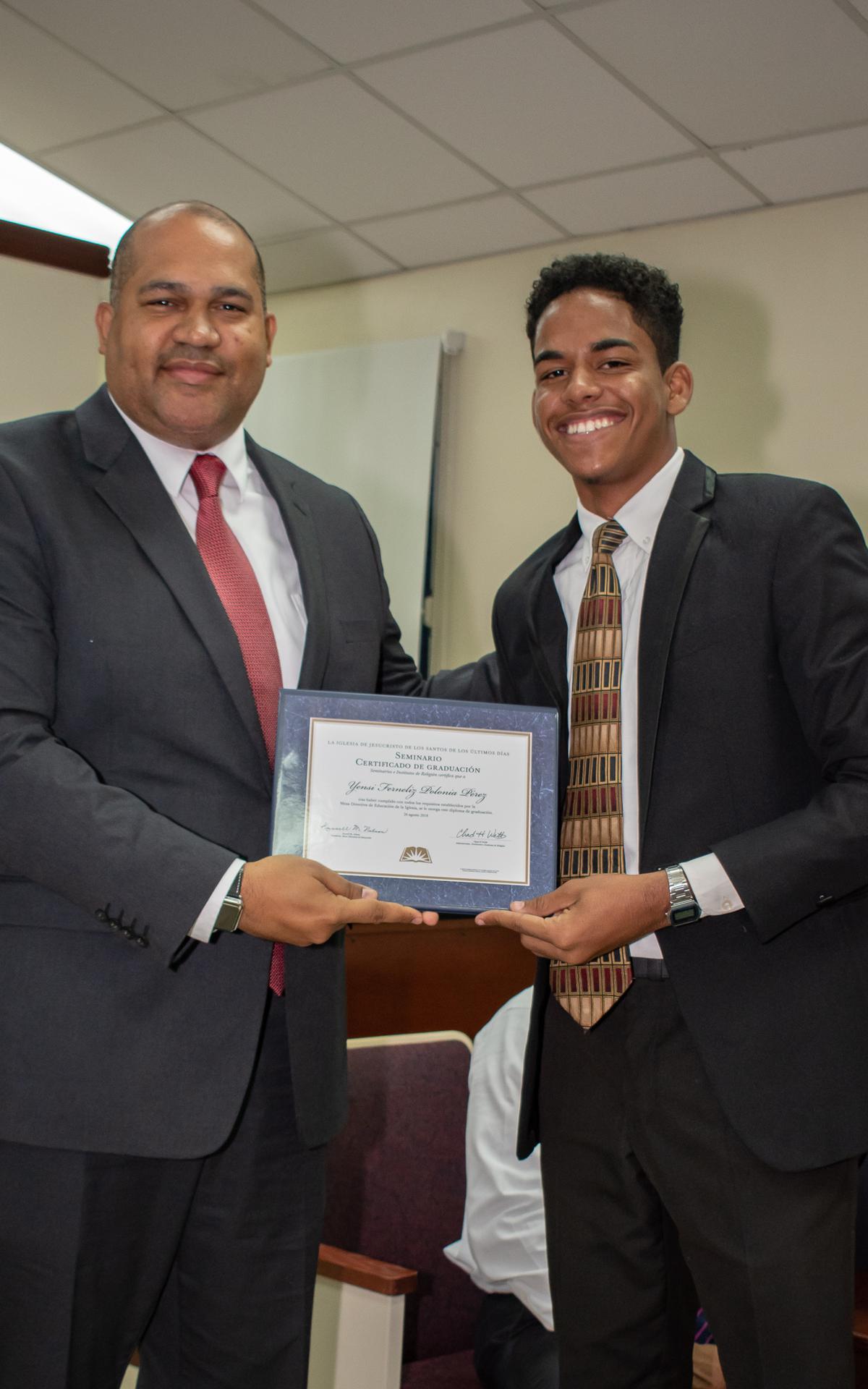 /acp/bc/Caribe Area/Caribe Area/Jovenes/Graduación Estaca Oriental/LYR_1081.jpg