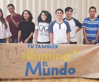 Jóvenes se reúnen para compartir sus experiencias de servicio