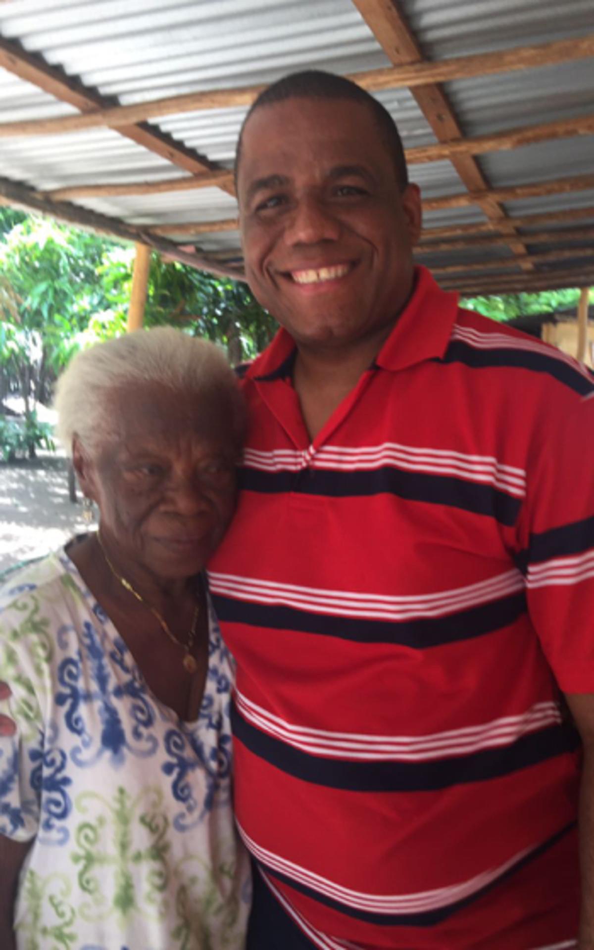 Con mi tía abuela Irene Fortuna.