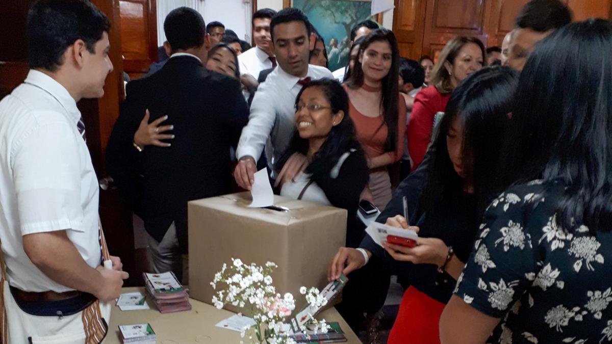 Aproximadamente 700 jóvenes adultos solteros asistieron a la convocatoria de unirse al programa. Un gran número se motivaron a inscribirse y participar de este programa que se iniciará en Guatemala.