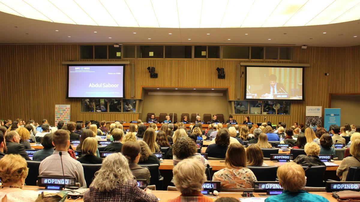 Zuster Bingham spreekt tot de Verenigde Naties