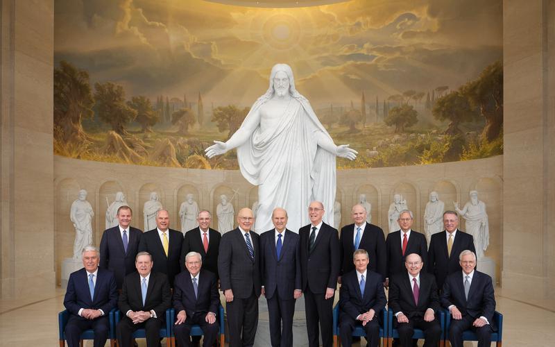 La presidenza al completo con il quorum dei dodici apostoli