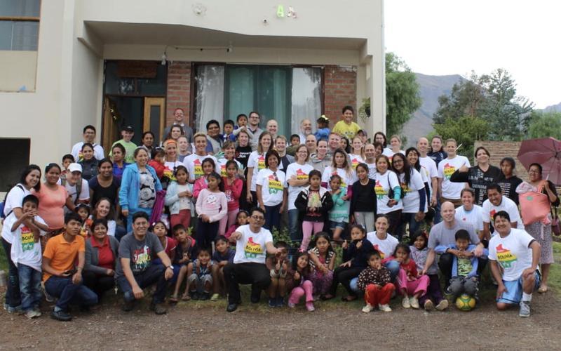 Veinte años después, 70 misioneros ven milagros al regresar a Bolivia