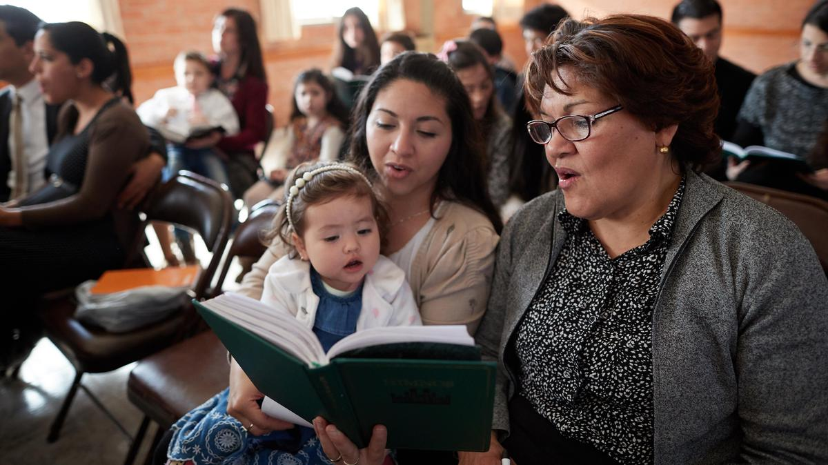 La iglesia anuncia planes para un nuevo himnario y cancionero para niños