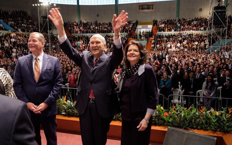 El Presidente Nelson inicia su gira de ministración por Sudamérica en Perú