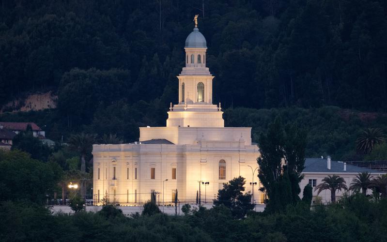 Presidente Nelson dedica el Templo de Concepción Chile