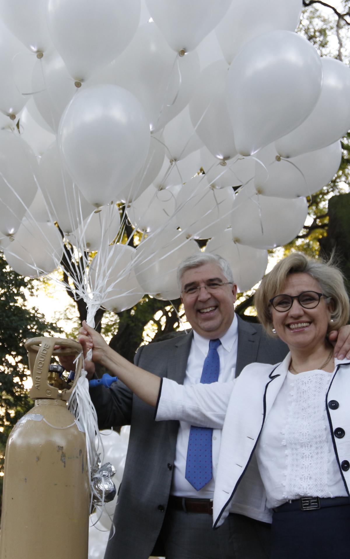 Elder Teixeira y su esposa