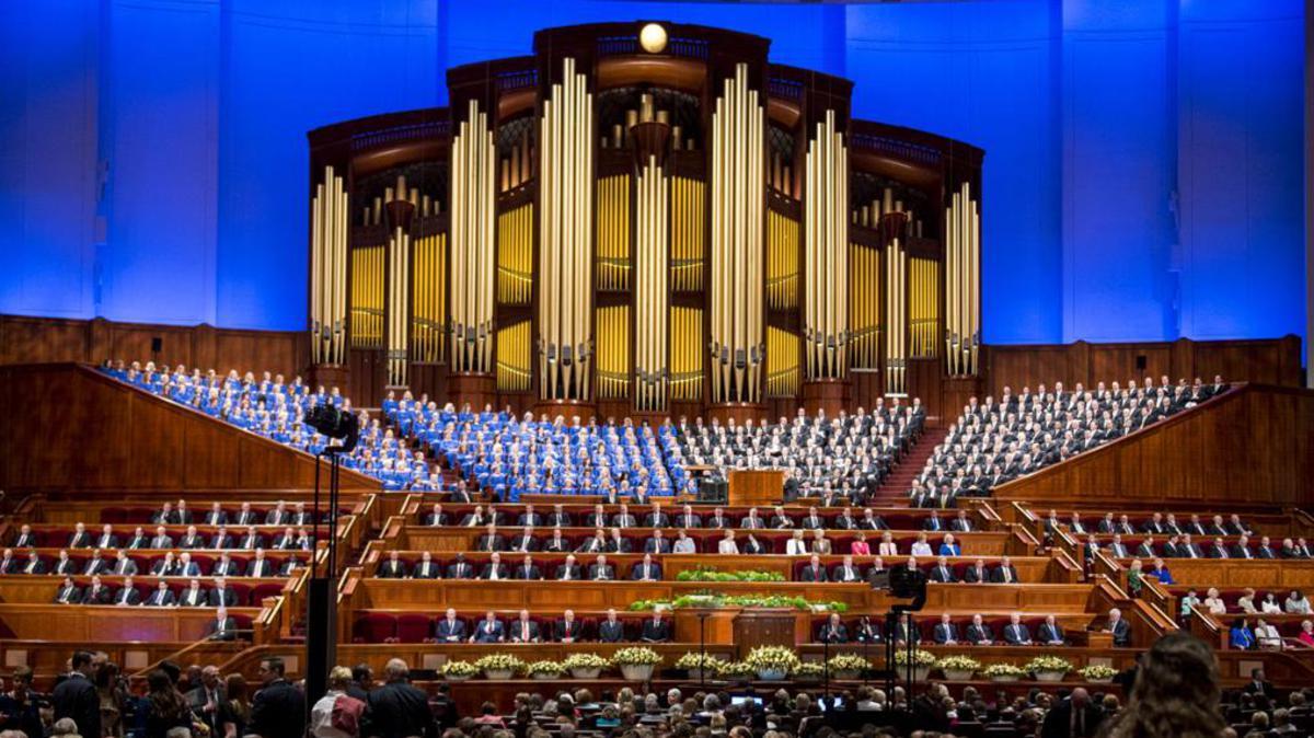 Coro el Tabernácuo durante una conferencia general en el nuevo centro de conferencias