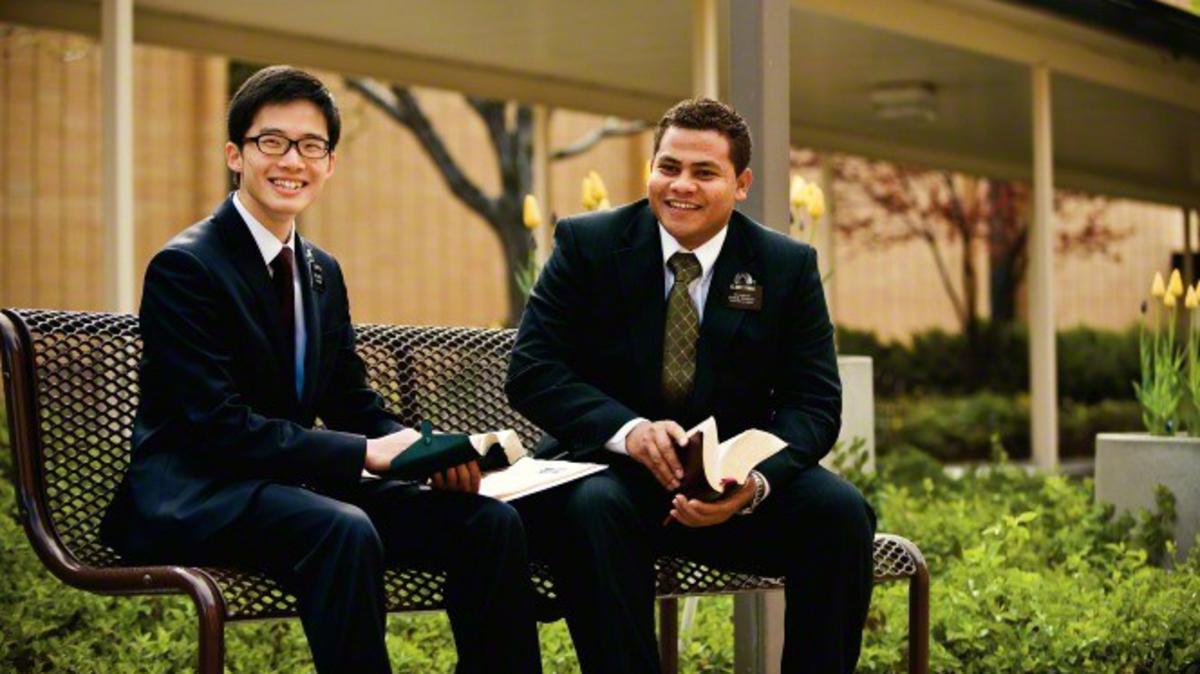 Más de 70.000 misioneros mormones trabajan por todo el mundo.