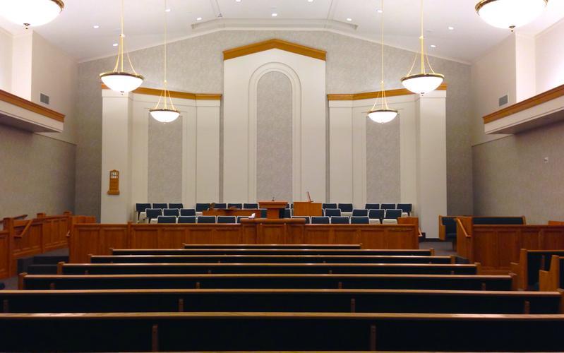 Habitualmente, los mormones se reúnen en congregaciones para servicios de adoración cada domingo.  Aprenda más datos sobre cómo está organizada la Iglesia Mormona.