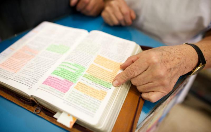 Los mormones creen que Doctrina y Convenios es un libro de escrituras que contiene revelaciones sagradas recibidas por el profeta José Smith y otros profetas.
