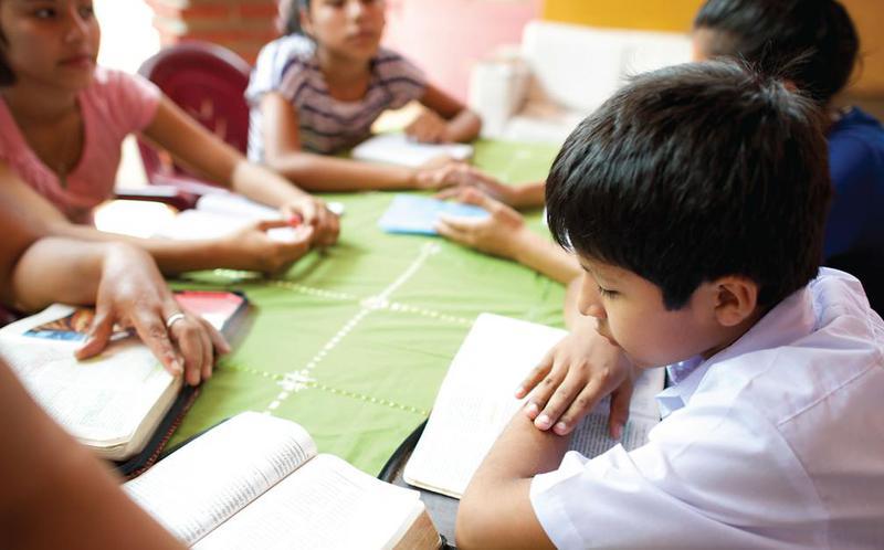 П'ять способів перетворити сімейне вивчення Писань на звичку, яка буде приємною для кожного