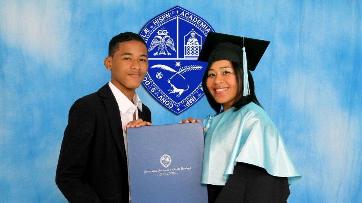 Hermana Gutierrez con su hijo el dia de su graduacion.jpg