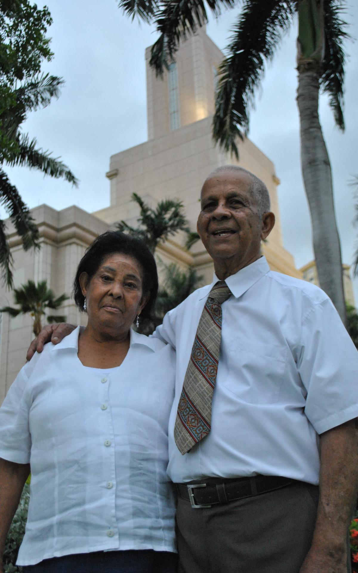 Los hermanos Merejo en el Templo.JPG