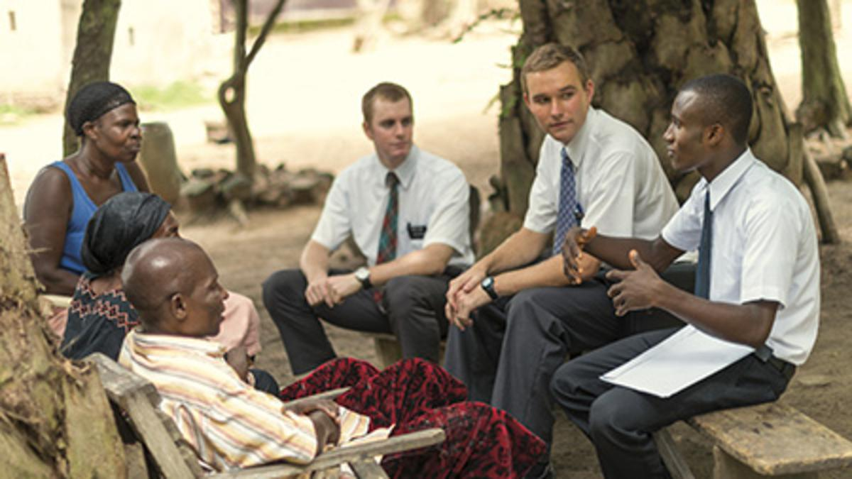 Imagen de misioneros enseñando