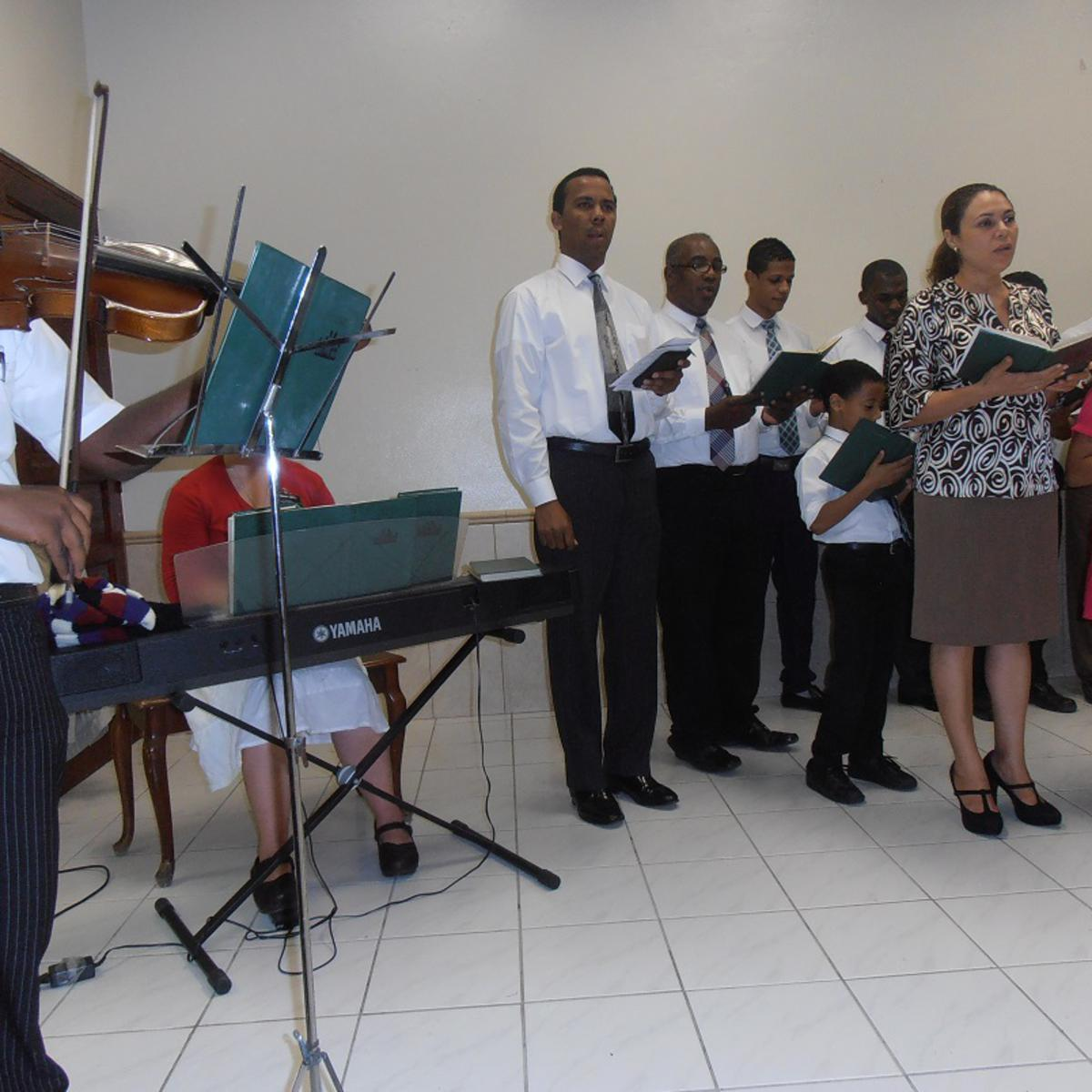 El Violista Arcadio Vargas y las voces de Arroyo Hondo.jpg