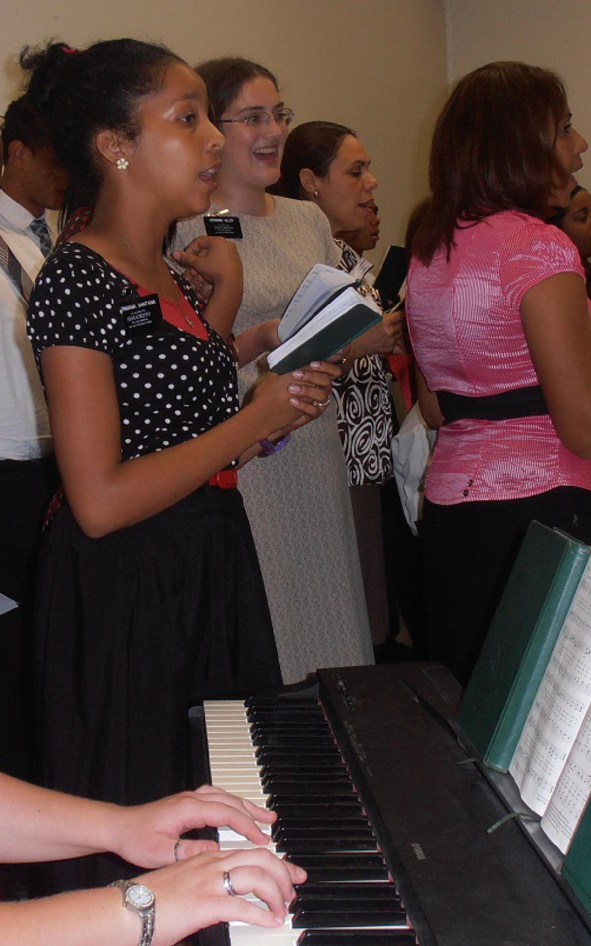 Un coro final de varios barrios de la Estaca Sur_1.jpg