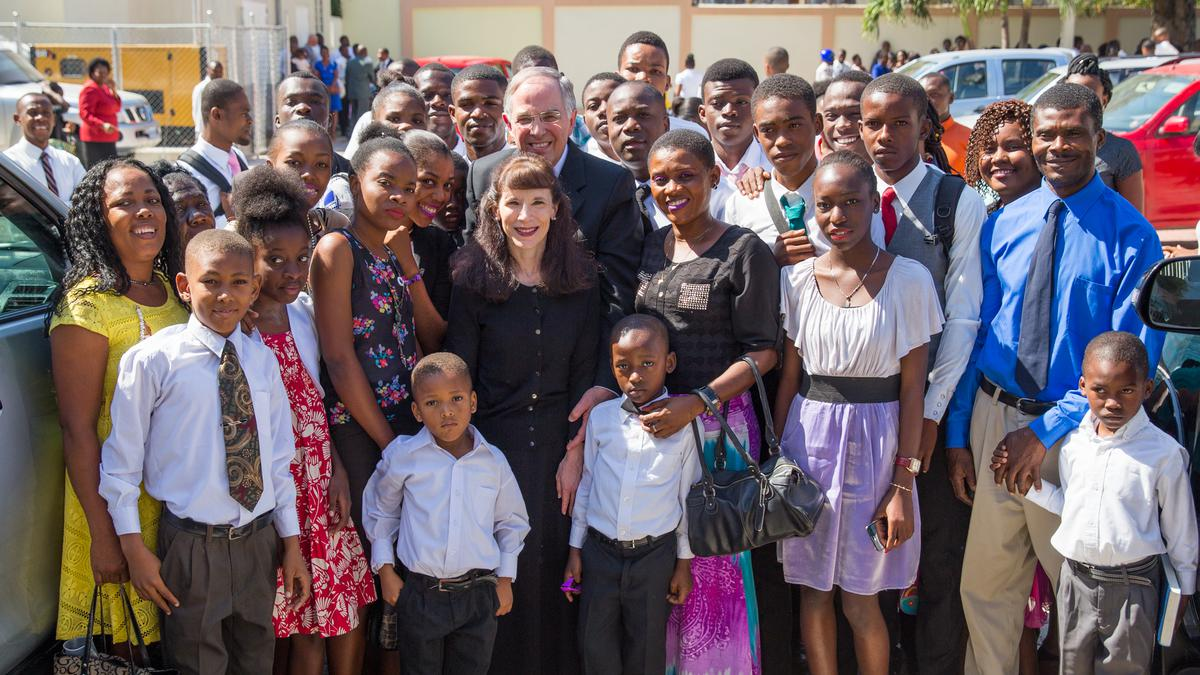 https://caribbean.lds.org/elder-neil-l-andersen-invites-the-saints-in-haiti-to-be-ready-to-enter-the-temple?lang=eng-do