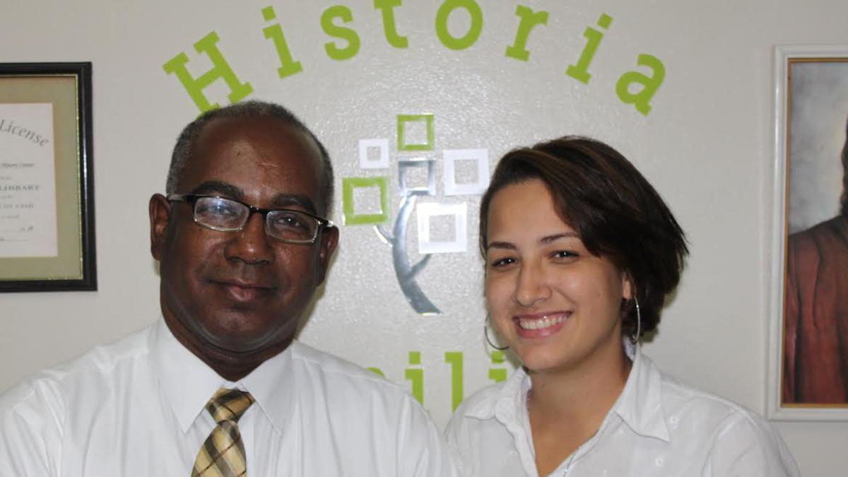 La Directora de Historia Familiar de la Estaca Santiago Sur junto al hermano Eusebio Figuereo, Primer Consejero de la presidencia de la Estaca Santiago Sur.jpg
