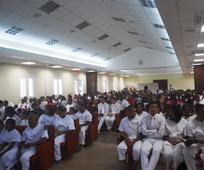Miembros apoyando a los nuevos conversos Estaca Las Americas.jpg