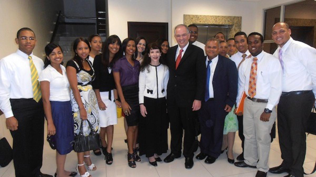 Un Apóstol del Señor Elder Neil L. Andersen se reúne con los Jóvenes Adultos Solteros