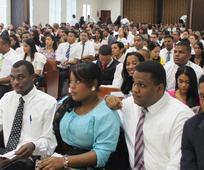 Parte de los asistentes al acto de graduaci c3 b3n del Instituto de Religi c3 b3n de Santiago.jpg