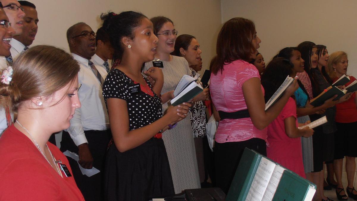 Estaca Santiago Sur canta villanciscos de Navidad al Señor