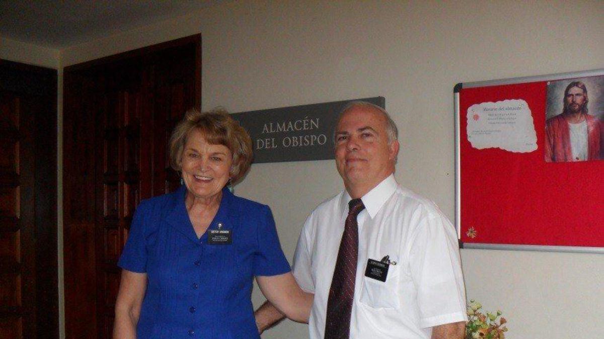 Élder Jim y Hermana Alegría Crismon