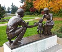 Seattle Temple_Statue father.Lds.jpg