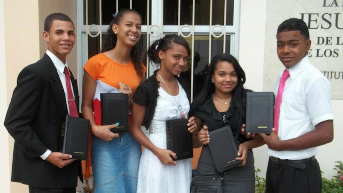 Normas de vestir para las conferencias especiales de la juventud