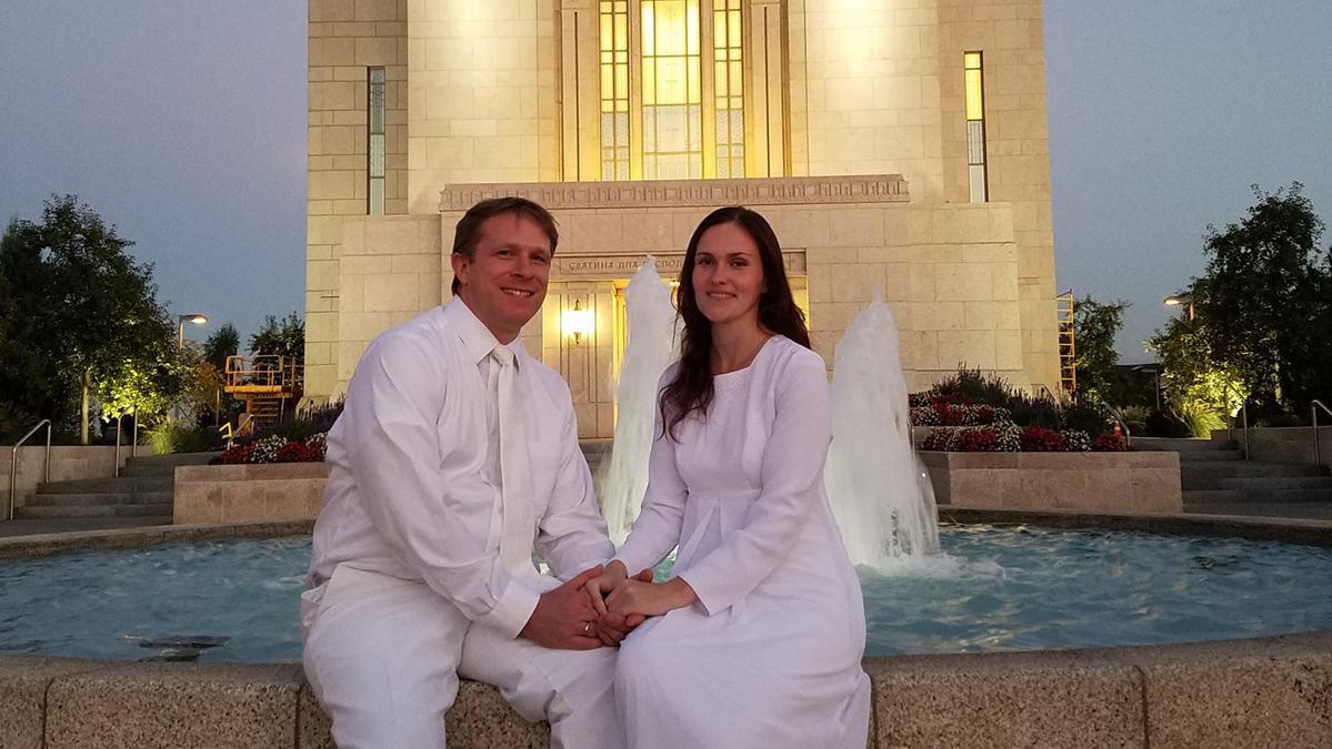 Евгения Марецкая с мужем у храма