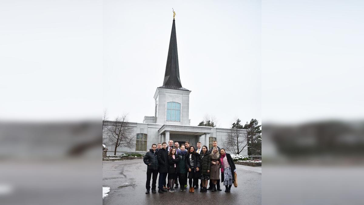 Благодаря совместному служению в храме и времени, проведенному вместе, мы сплотились.