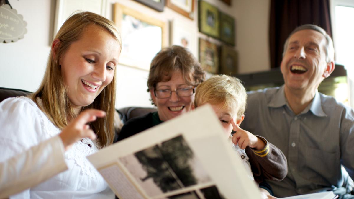 Измененный улучшенный календарь с уроками для семей разного формата.