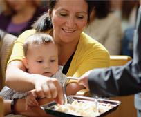 Кожній мамі, якій важко вгамувати малюків на причасних зборах