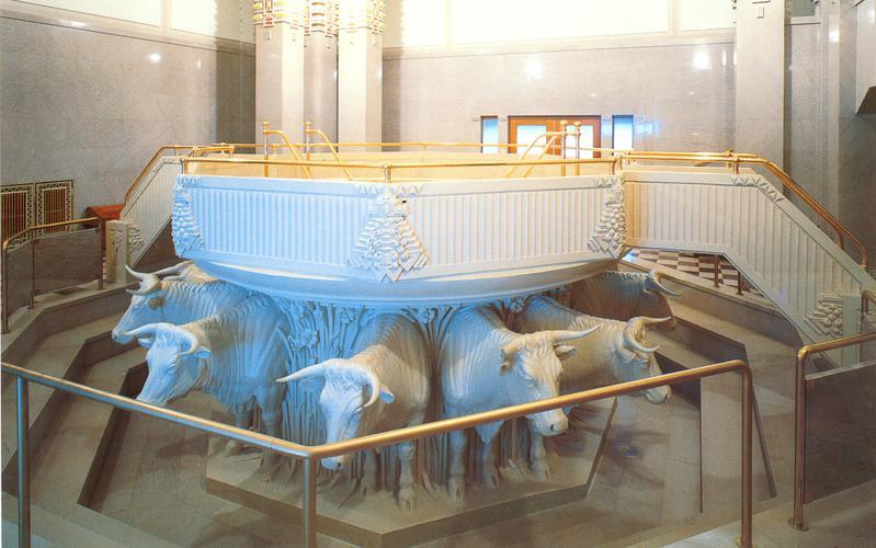 504: Купель для крещения в храме